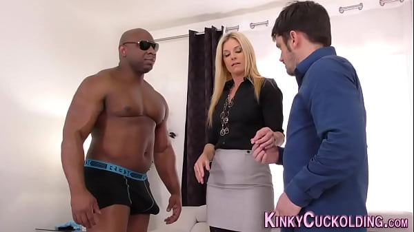 Cuckolding wife gets pussy jizzed